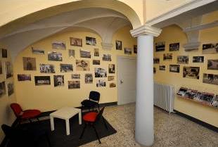 Centro della Memoria - L'androne con alcune foto